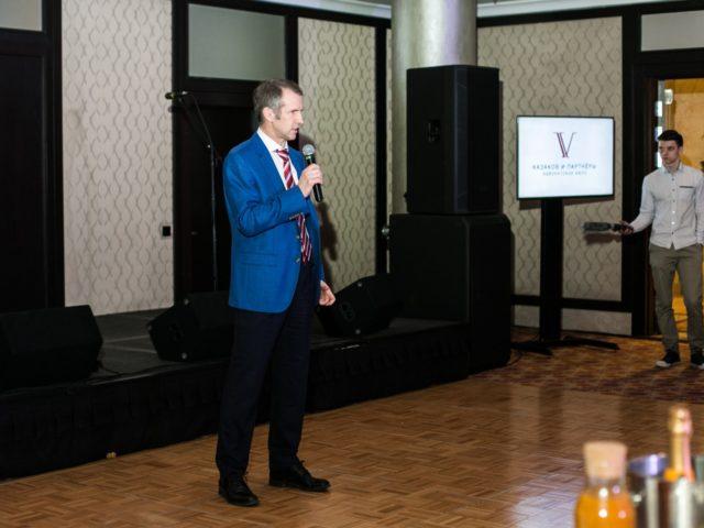 Управляющий партнёр Дмитрий Казаков поздравляет адвокатское бюро с Юбилеем