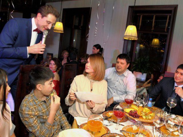 Призы Новогодней лотереи для гостей ресторана