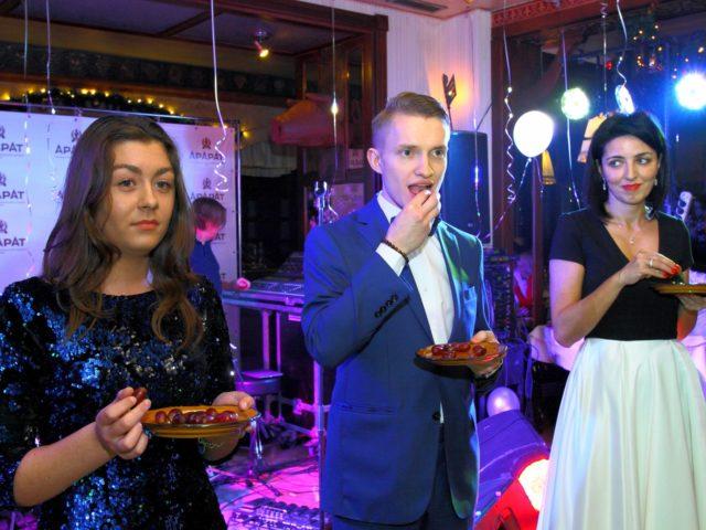 Тематический испанский новогодний конкурс с поеданием винограда