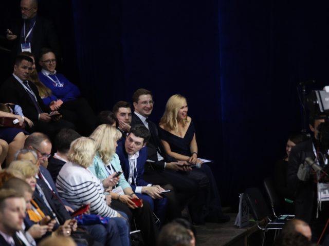 Дуэт ведущих среди гостей Форума Сообщество 2018