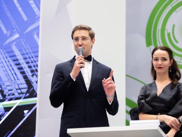 Дуэт ведущих Роман Акимов и Валерия Ланская