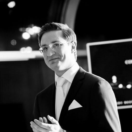 Ведущий деловых мероприятий и презентаций Роман Акимов