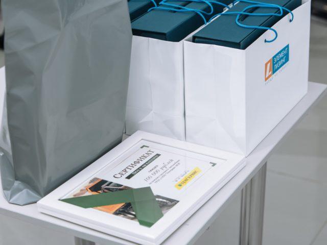Сертификаты и подарки от организаторов презентации автомобилей Урал Некст 6х4