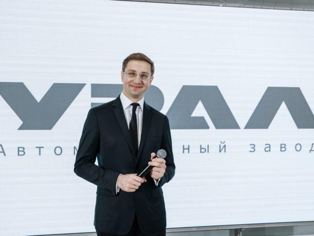 Ведущий автомобильной презентаци Роман Акимов