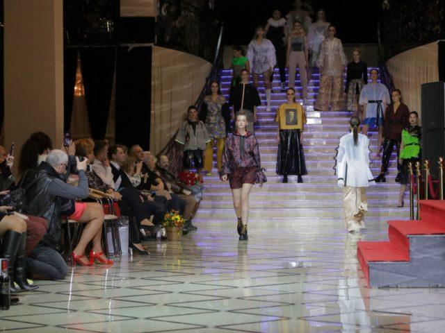 Показ коллекции модного дизайнера на Юбилее журнала Эстет