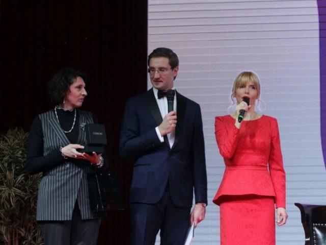 Слева направо Марианна Иванова (ProTime RUS), Роман Акимов, Анна Чурина на Эбилее журнала Эстет