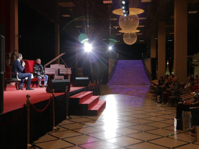 Зал Estet Event интервью с Романом Виктюком