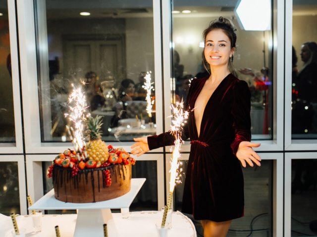 Праздничный торт на Юбилее 30 лет