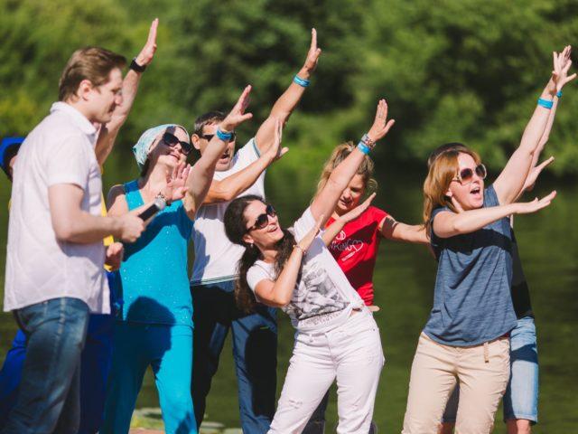 Знакомство с командами на летнем корпоративном тимбилдинге