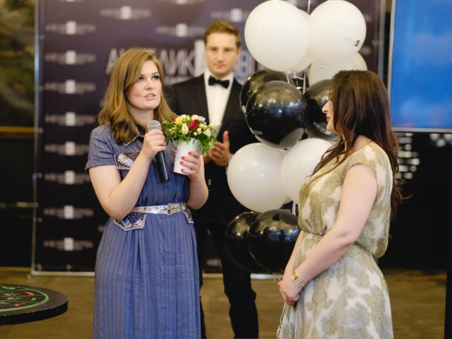 Анжелика принимает поздравления с Днём Рождения салона красоты
