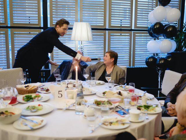 Интерактив ведущего праздника с гостями Дня Рождения салона красоты