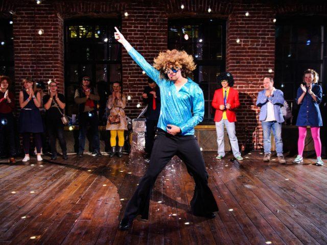 Танцевальный батл в стиле диско на корпоративе