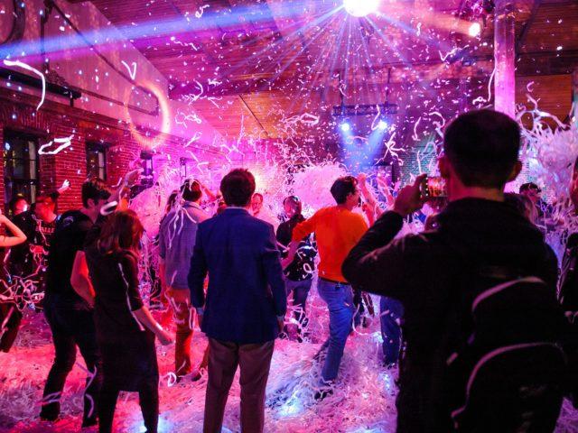 Бумажное шоу на корпоративном празднике в Лофте 3