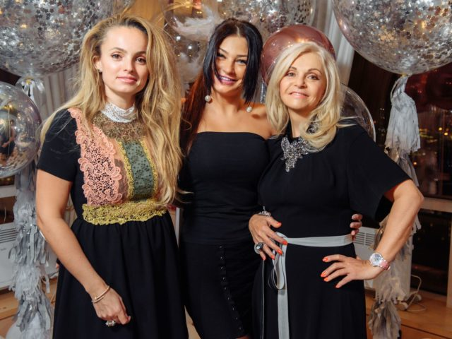 Марина Дебошир с красавицами дочерьми