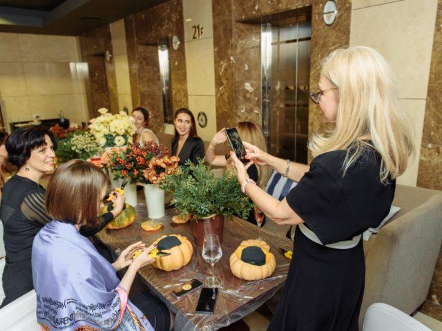 Марина Дебошир на флористическом мастер классе