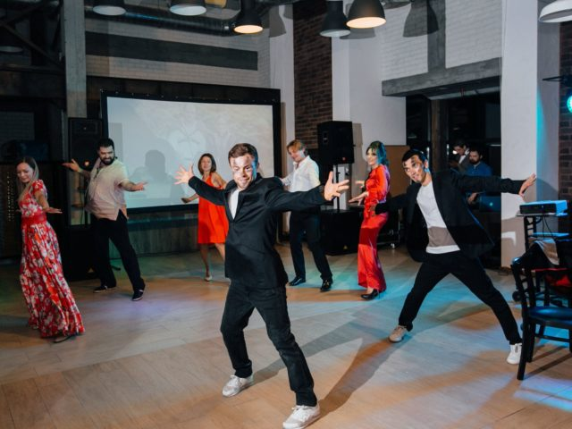 Танцевальный мастер класс с гостями свадьбы