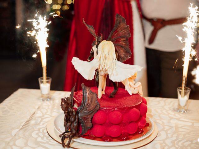 Торт на свадьбе в стиле Ведьмак