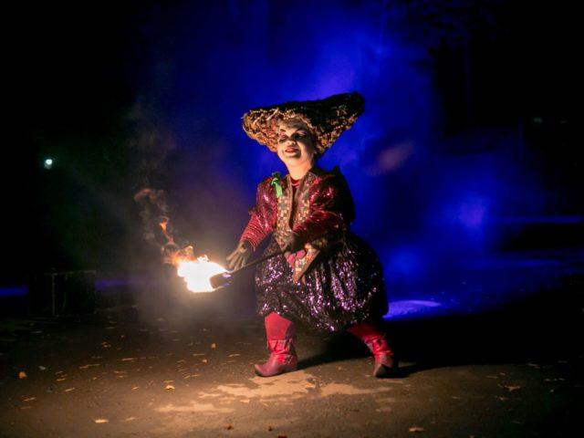 Мистический персонаж герой огненного шоу