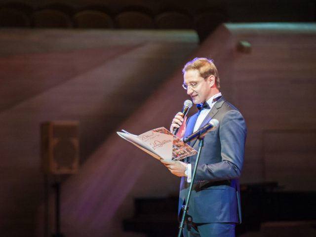 Роман Акимов ведущий на Юбилей компании