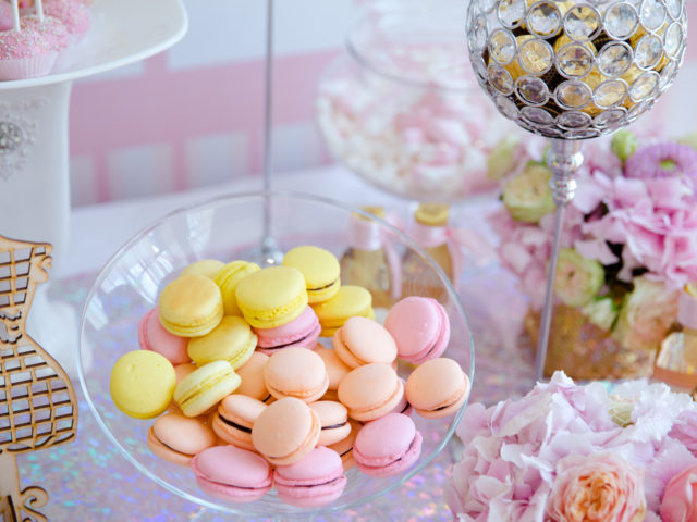 Угощения сладкого стола
