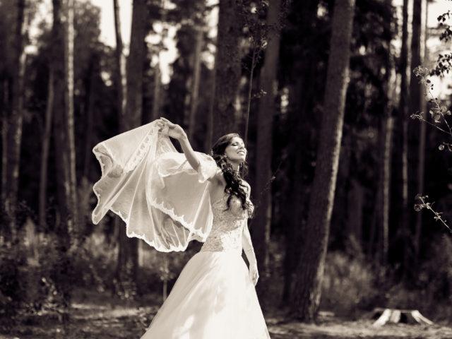 Фотосессия невесты на природе