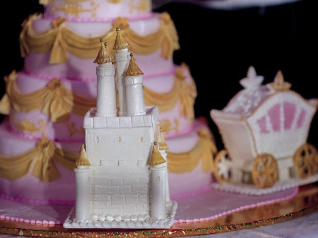 Торт на тематической свадьбе